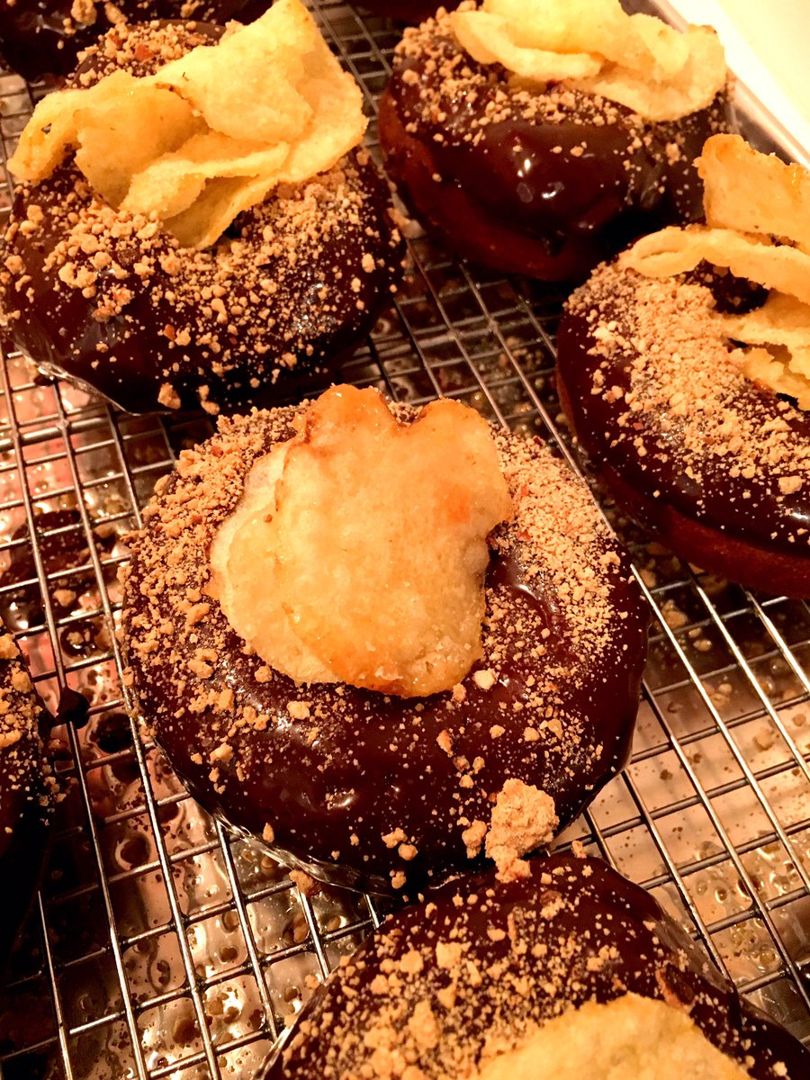 The spudnut: vanilla doughnut with chocolate glaze and caramelized potato chips. https://t.co/aWONTUKsdY