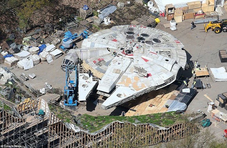 Star Wars 8: Появились фото «Сокола тысячелетия» с площадки восьмого эпизода