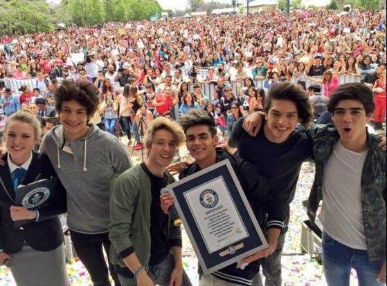 Felicidades a @CD9 por el récord a la mayor cantidad de discos firmados consecutivamente #CD9GuinnessWorldRecords https://t.co/ZLrnOTG9kB