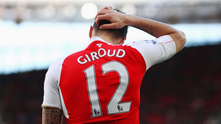 'He's the worst we've ever had!' – Twitter slams Arsenal star after Norwich game