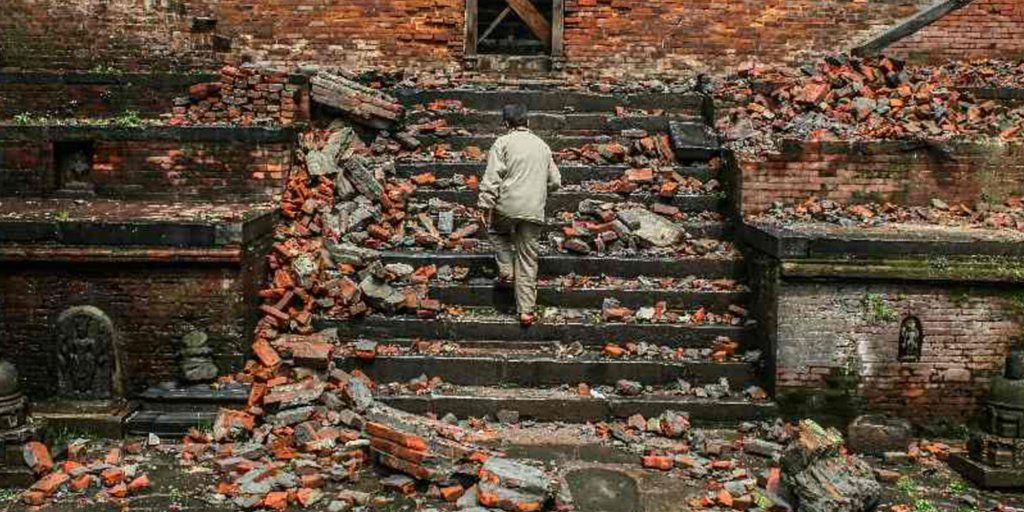 'I don't feel safe but life must go on' #NewsStory #Nepal #Earthquake >> https://t.co/x3iHBQ5bWg https://t.co/EZN0t3mOwk