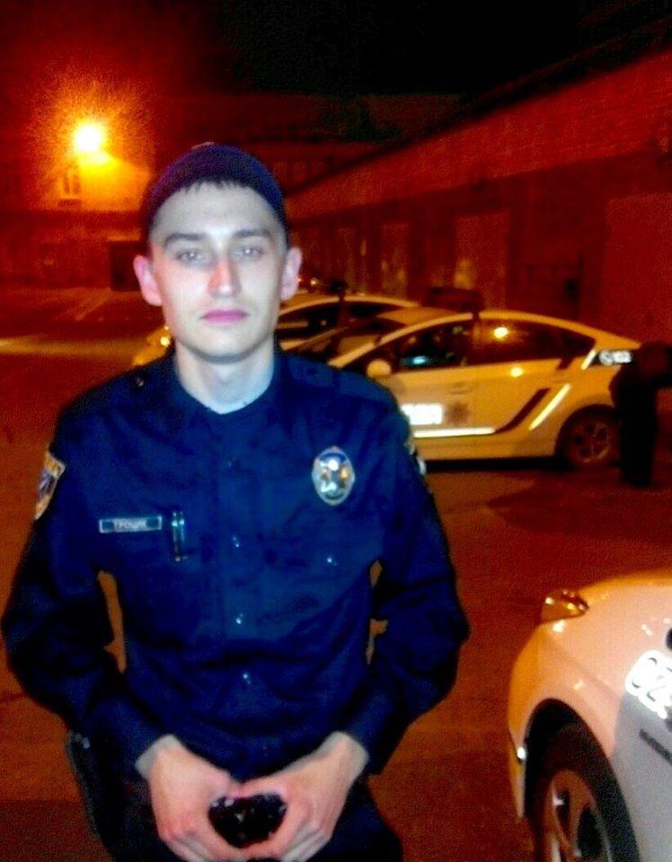 Патрульные в Днепропетровске спасли парня, у которого остановилось сердце - Цензор.НЕТ 2800