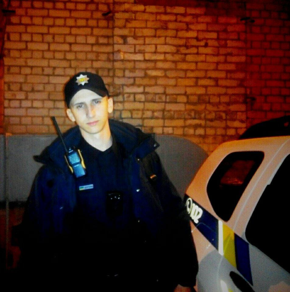 Патрульные в Днепропетровске спасли парня, у которого остановилось сердце - Цензор.НЕТ 7396