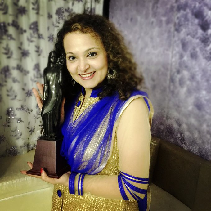 #StateAward for best singer female @JaanveeArora for #SavarReMana thank u @moharirnilesh @swapnawj @artist_ashwini https://t.co/jzsVJDkVb2