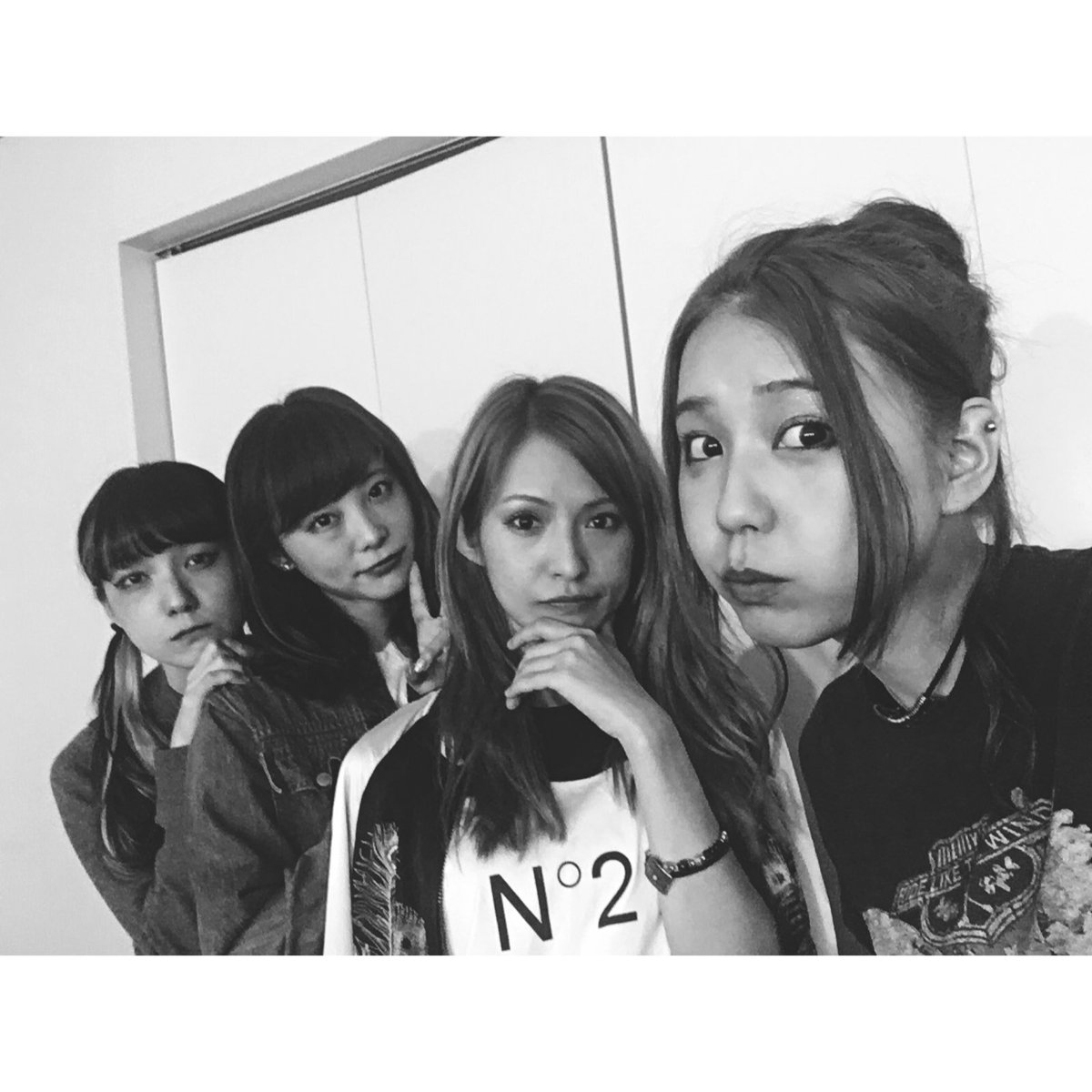 "Scandal In Konoha By Sbel02: SCANDAL★TOMOMI On Twitter: ""大阪ありがとう! なんばHatchやっぱり好きだなぁ🗿 ️"