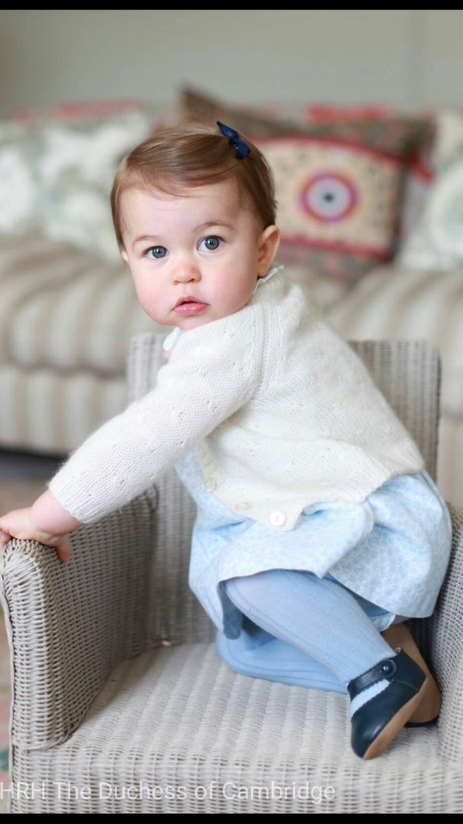 Princess Charlotte photographed at home in Norfolk by her Mum. https://t.co/4df6irkOn0