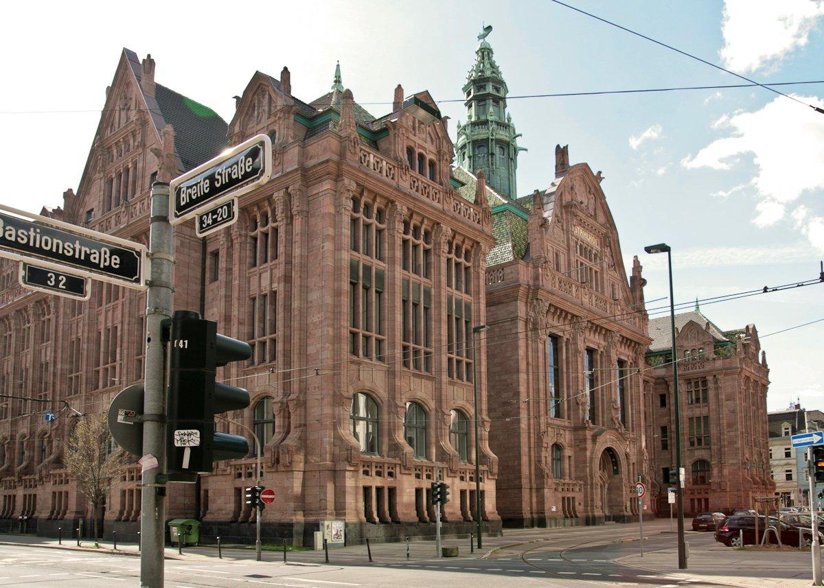 Ab heute ist der Stahlhof in @Duesseldorf neuer Dienstsitz des britischen Zivilgouverneurs William #Asbury! >> https://t.co/JtFslT2fKt