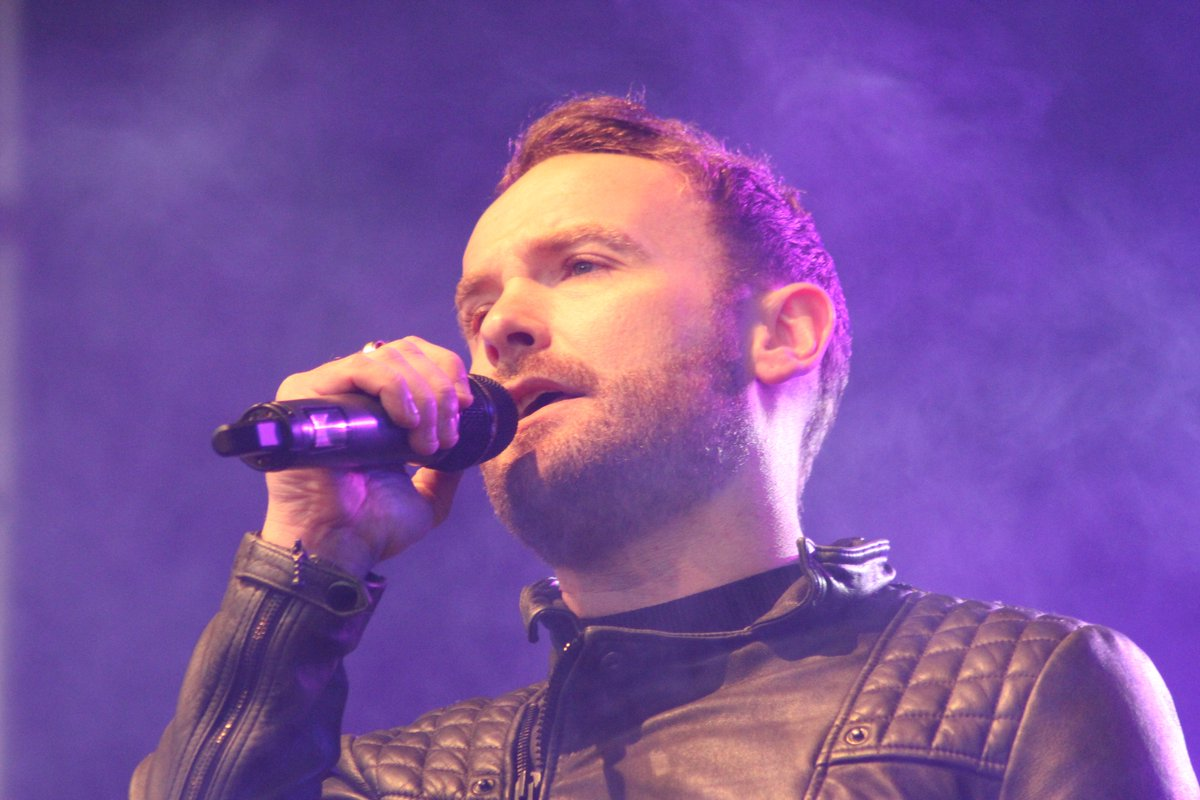 @kevinsimm shows @MCMCarnival why he came out victorious from @thevoiceuk #teamricky https://t.co/q6pgD57sIl