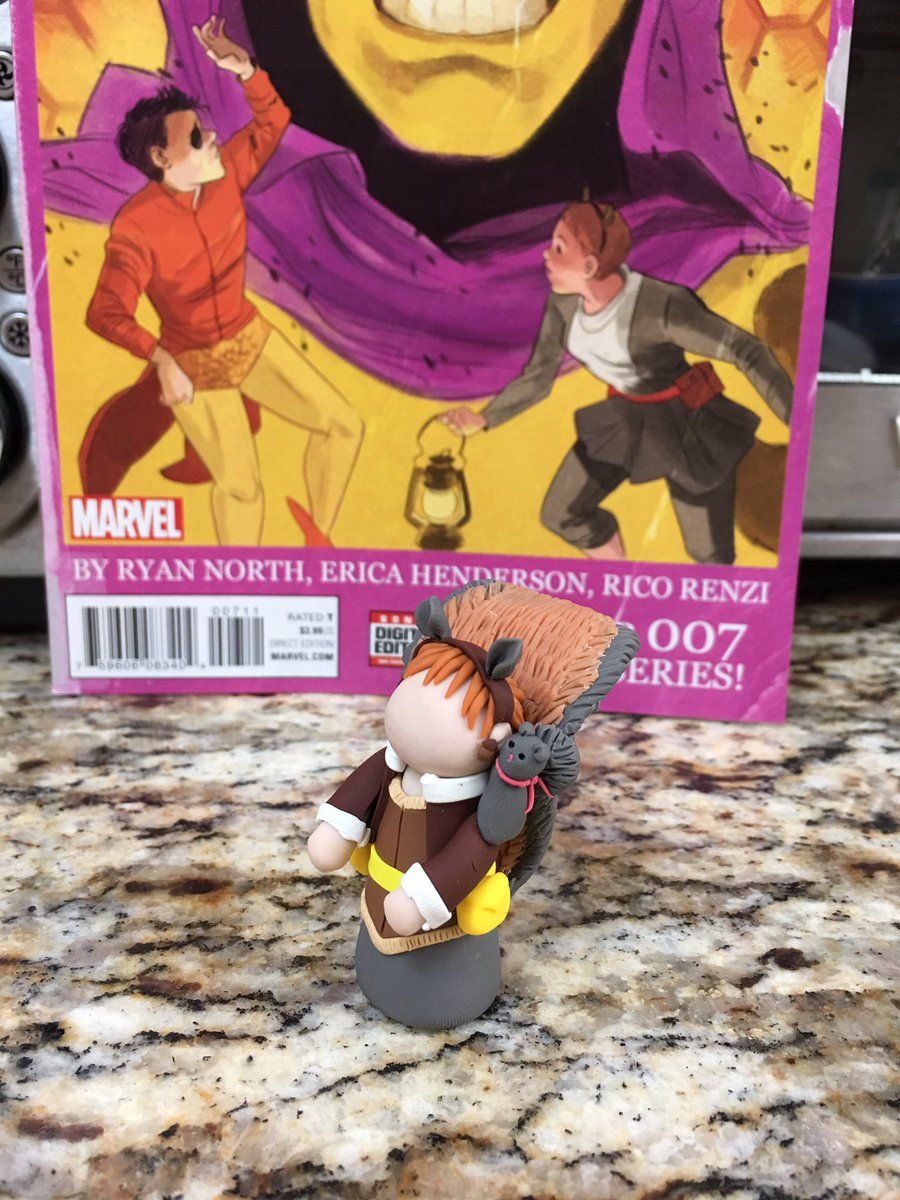 Best birthday present! @cgdhopkins made me a tiny @unbeatablesg with @yoitstippytoe out of clay. https://t.co/FqVNTNqyDY