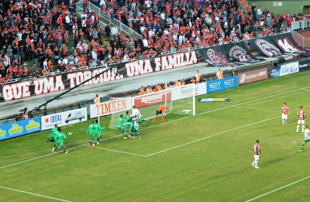4ce31b0590 Renan Koerich  renankoerichAnanias festeja o gol com os companheiros.   trfinalsc