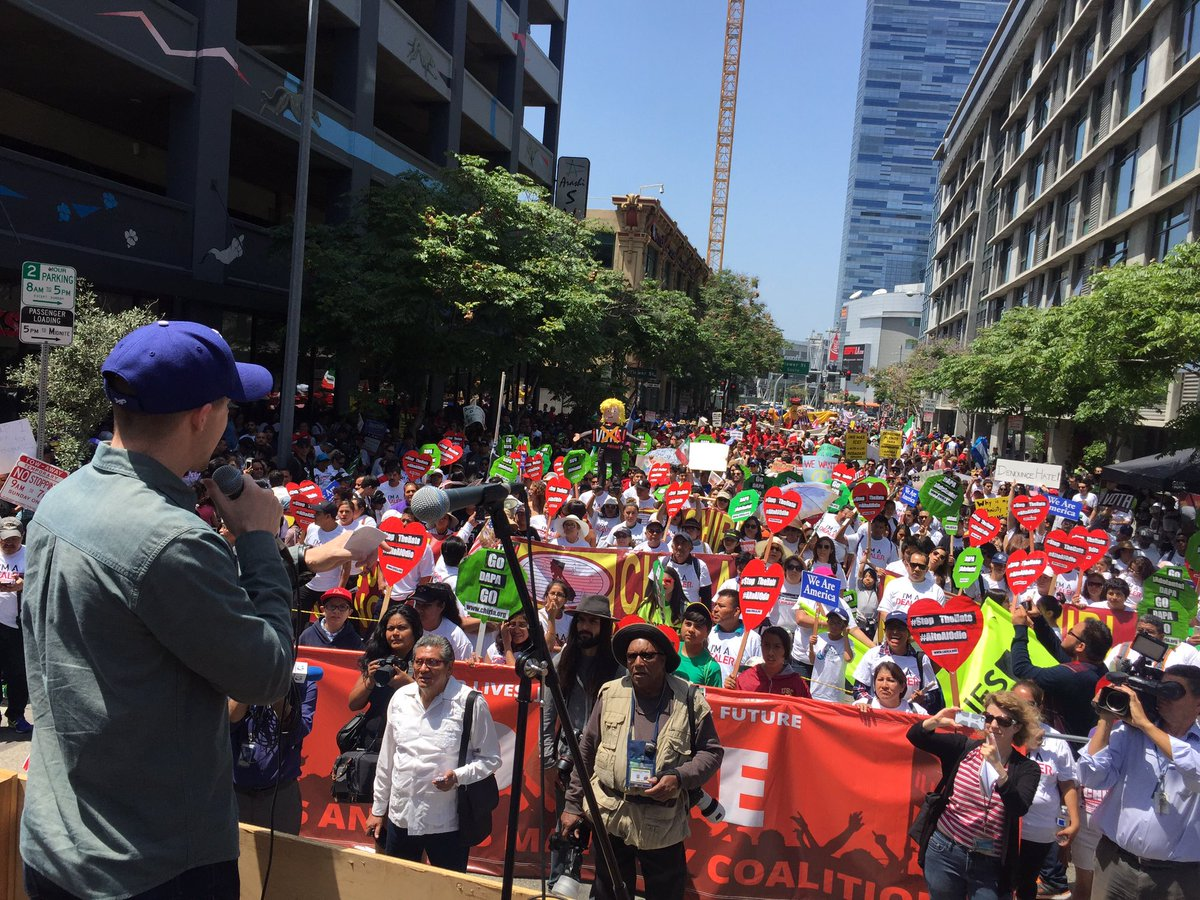 Thousands have flocked the streets of LA to raise the voices of workers! #MayDay2016 #MayDay #1uWeRise #OnMayDay https://t.co/LJ2puZmSId