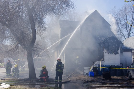 Extended: Viewer footage of fire on Manitoba Avenue (Courtesy Ken Spicer) ctvwpg