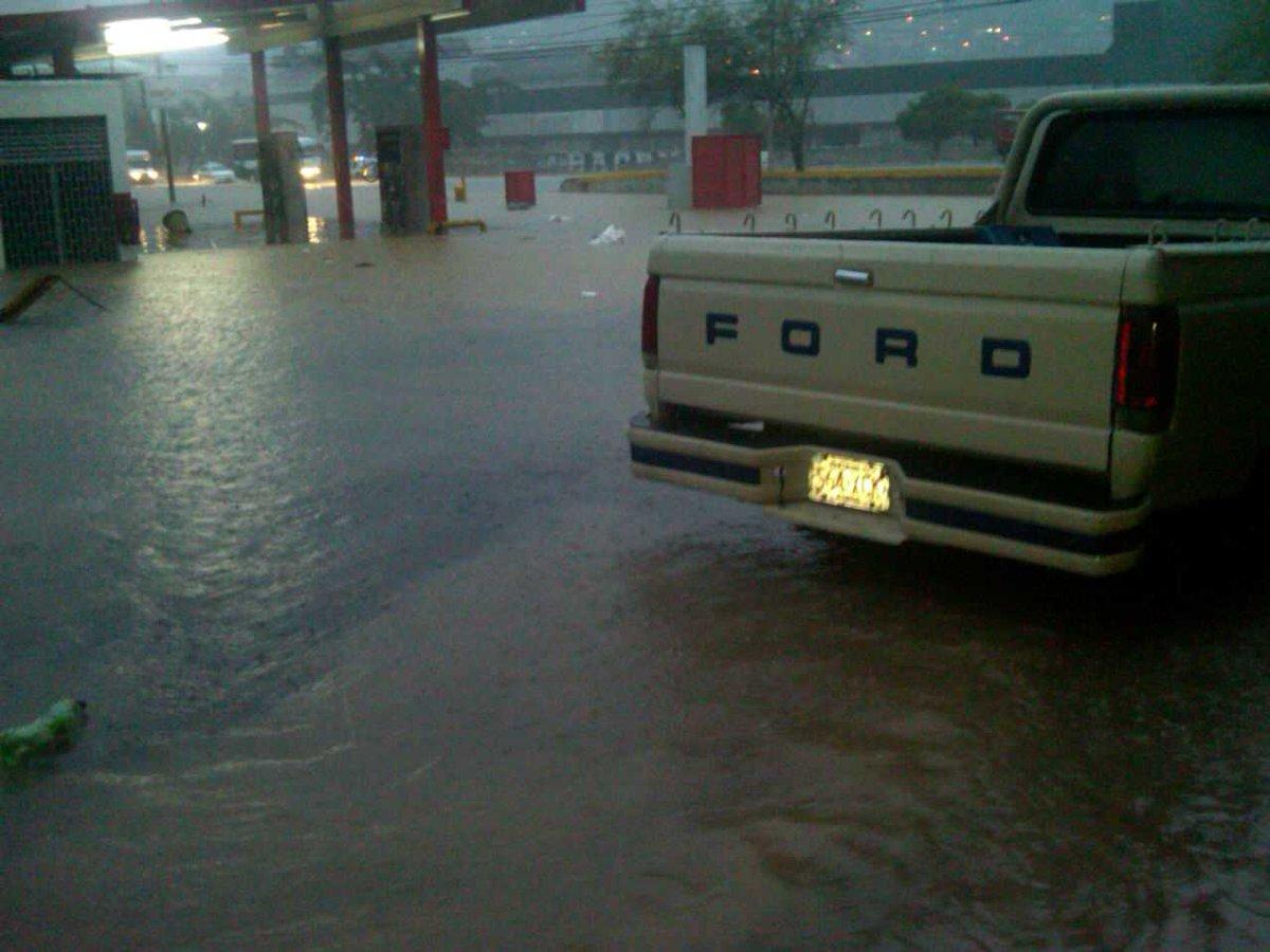 Thumbnail for El río Guarenas se desbordó este fin de semana: no dejó lesionados