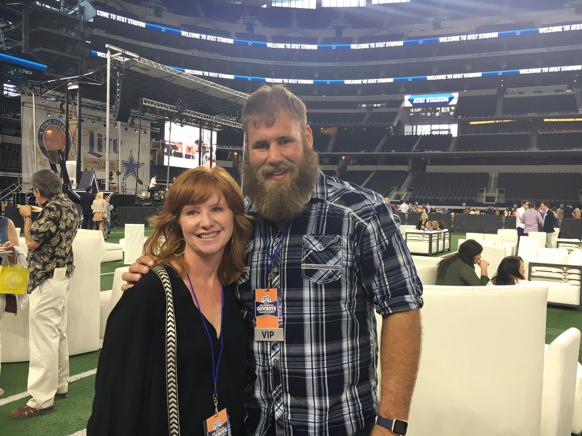 Saul's better half with @tfrederick72 at #TNFLdallas #PartyWithAPurpose https://t.co/FXblarhgQp