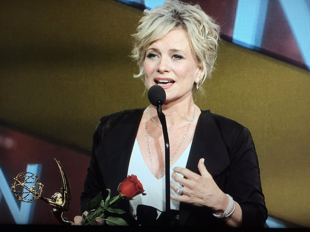 Congrats @marybeth_evans1!! So happy for your win!! #DaytimeEmmys #LeadActress #DAYS https://t.co/42QmgXyveW