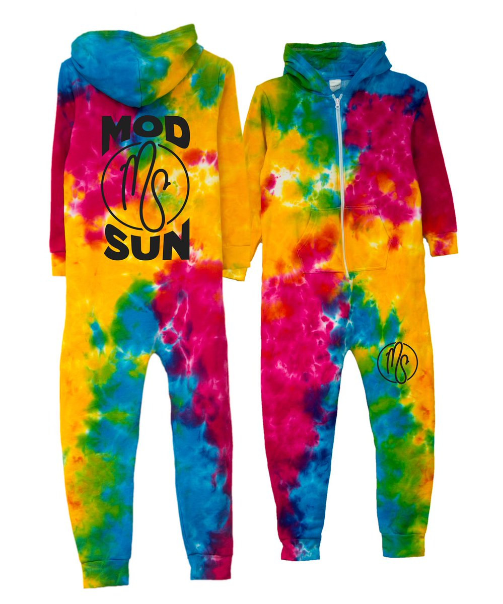 Monday Giveaway! who wants a tye dye onesie?! giving a few away today, all you gotta do is retweet this. GO! https://t.co/NnDevvlzxI