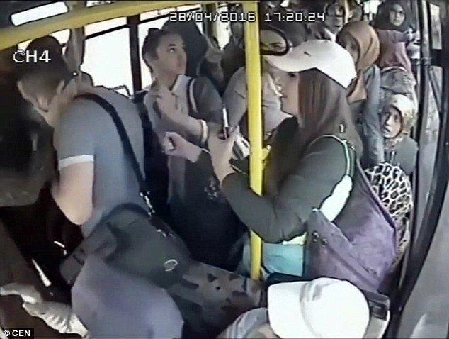 Женщины прижимаются в автобусах и троллейбусах видео — 8