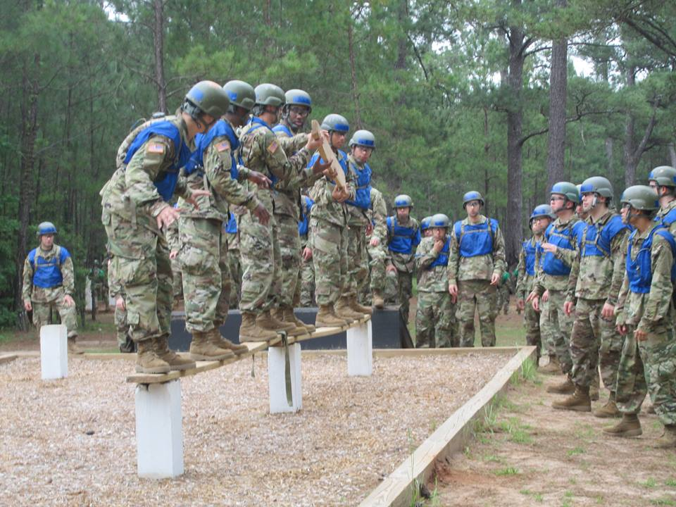 #Infantry trainees from D/2-19 Infantry learn to solve problems and be resilient #USArmy #Soldiers. @TRADOC @USArmy https://t.co/TaSDIqjVPx