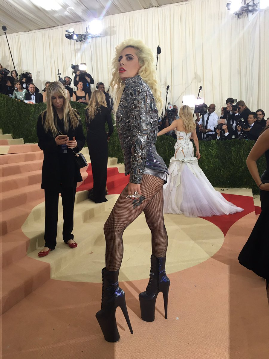 .@ladygaga makes her grand entrance. #LadyGaga #MetGala #ManusxMachina