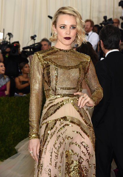 First Look: Rachel McAdams attending the #MetGala. Stay tuned for our coverage at https://t.co/LDvdyd7djs! https://t.co/OnxaiCMiIF