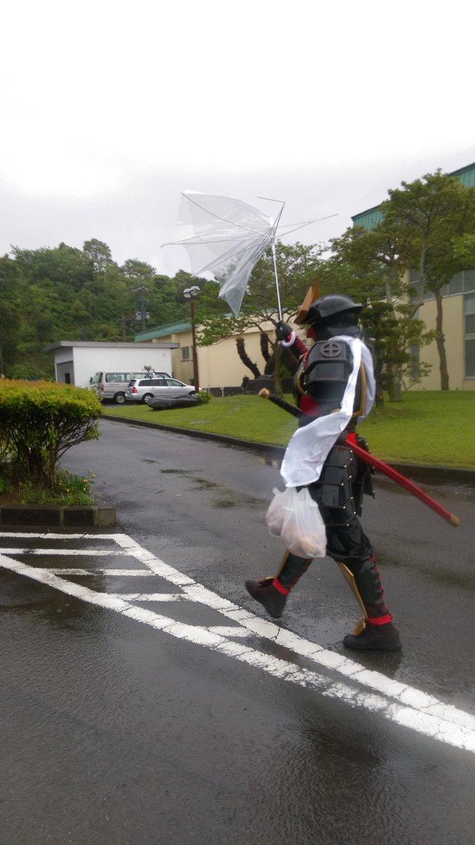 傘が一ミリも役に立ってなくても隼人かっこいい…… #CHST https://t.co/PlxArMPCWm