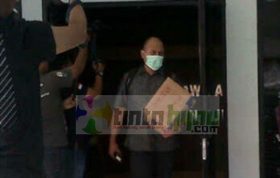 KPK Angkut Berkas 2 Koper dan 1 Dus dari BKD Subang