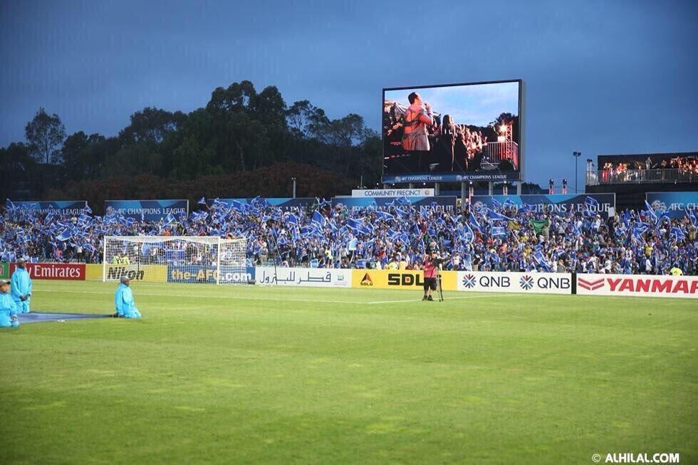 حضر جمهور #الهلال في استراليا. قالوا: المبتعثين في سيدني يفوق عددهم مقاعد الملعب وربما يكونون سعوديين وليس هلاليين. https://t.co/dQOVdLAhWz