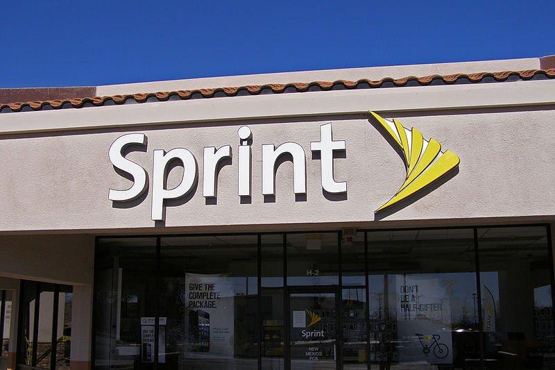 Sprint Beats Verizon, AT&T in Latest Quarter with 22K Handset Net Adds https://t.co/8g1kjVHcx5 https://t.co/jnKxikGKQ6