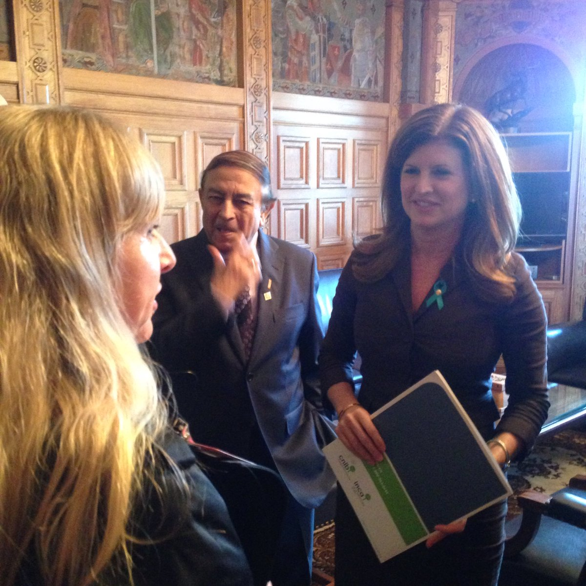 Meeting with @RonaAmbrose for #VisionHealthMonth2016 #whatisblindness https://t.co/1I0yLP5b4Q