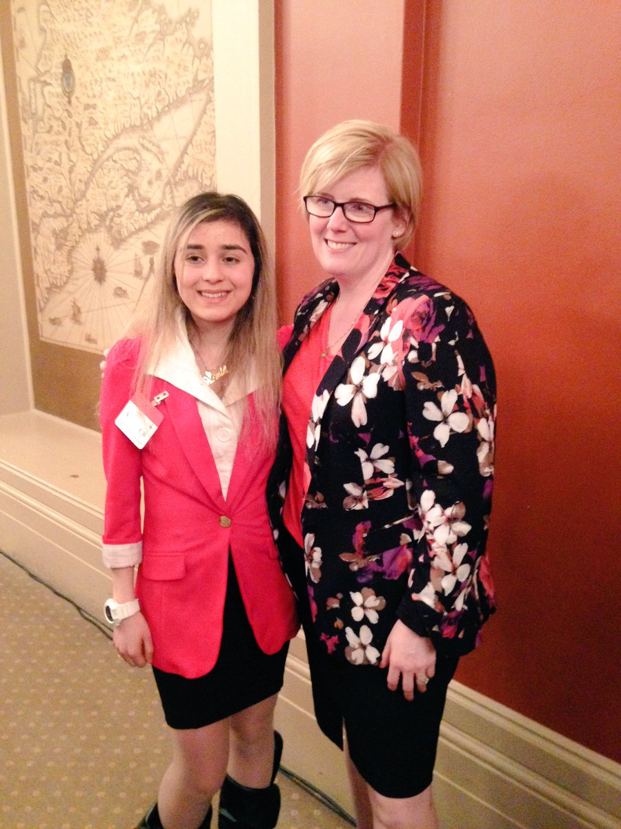 Avesta from our National Youth Council with @CQualtro at #VisionHealthMonth2016 kick off! #whatisblindness https://t.co/9wBZymv6Bn