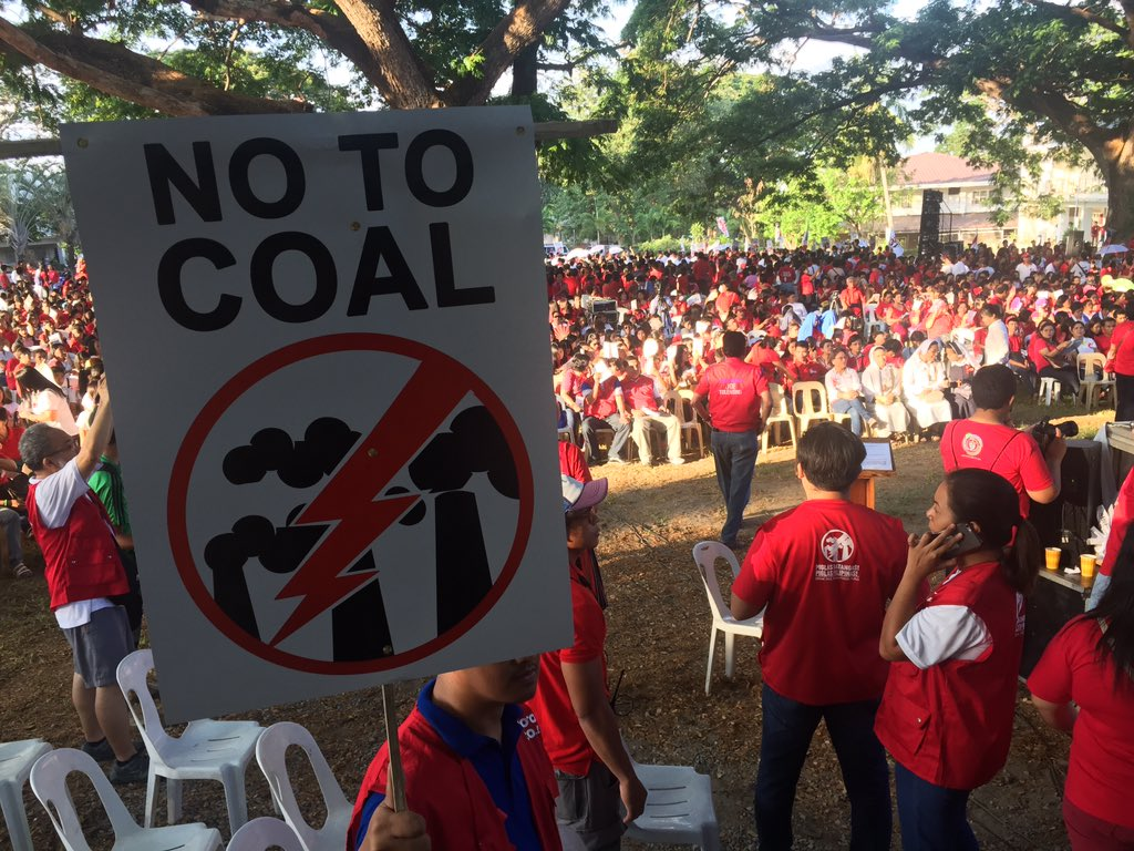 Thousands of environmental advocates march here today, 5 days before #PHvote. Their call: No to coal! #breakfree2016 https://t.co/NhAmlWBqXw