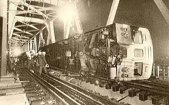 強風で電車が止まるので文句を言っている人はこれを見て...納得するはず!