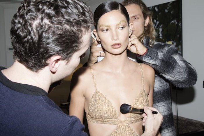 RT @VogueRunway: Victoria's Secret Angel @LilyAldridge shares her 2016 #MetGala beauty photo diary: https://t.co/eVxZl7QsI6 https://t.co/2Z…