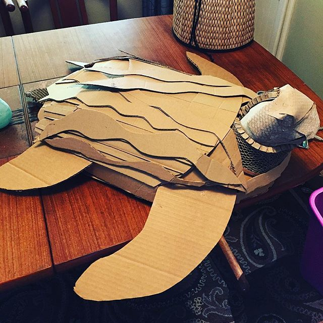 #threedee #seaturtle #cardboardsculpture #artist #clarkcollege #waves #swimmer #gluegunpow… https://t.co/9rmRZCv3Na https://t.co/VsVtFqaXoL