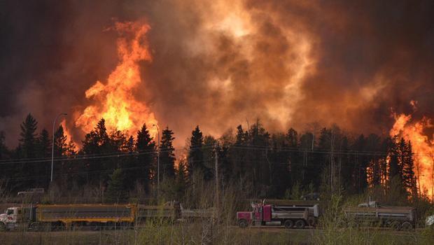 Apocalípticas imágenes del gran incendio de Alberta, Canadá Chl2FR0WUAAg6OH