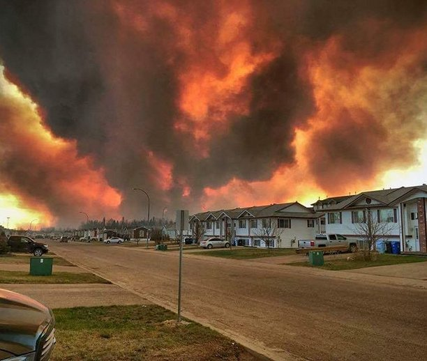 Apocalípticas imágenes del gran incendio de Alberta, Canadá Chl2GexWsAQYdt9