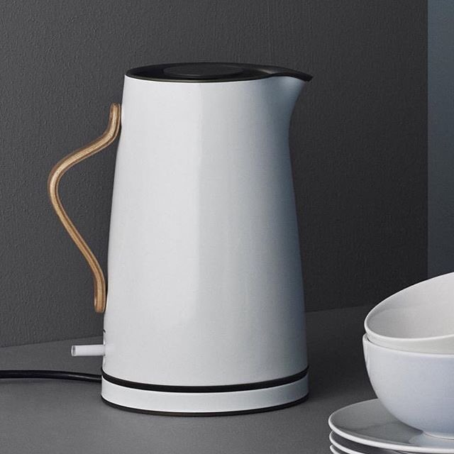 white brands on twitter a kettle with curves the new emma electric kettle from stelton. Black Bedroom Furniture Sets. Home Design Ideas