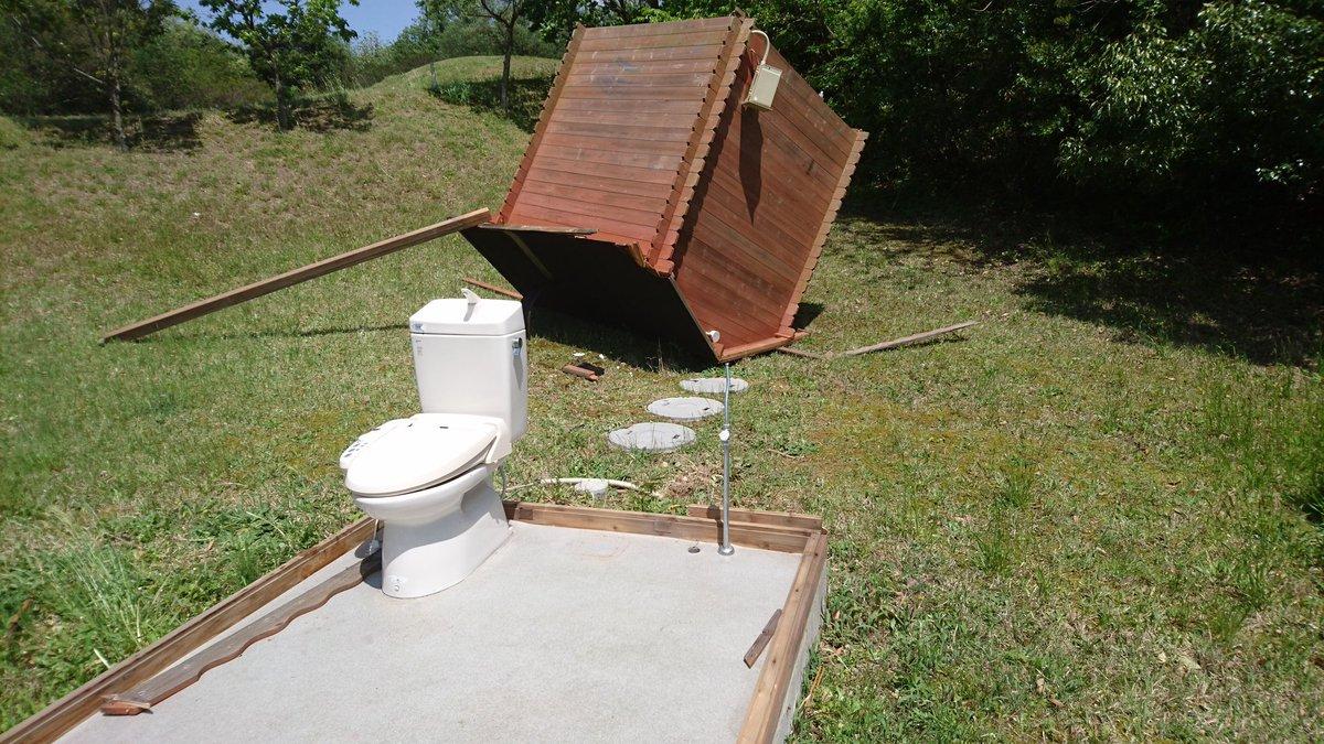 ゴルフ場でトイレしようと思ってるんだけど、小屋だけ強風で飛ばされてるんだが。