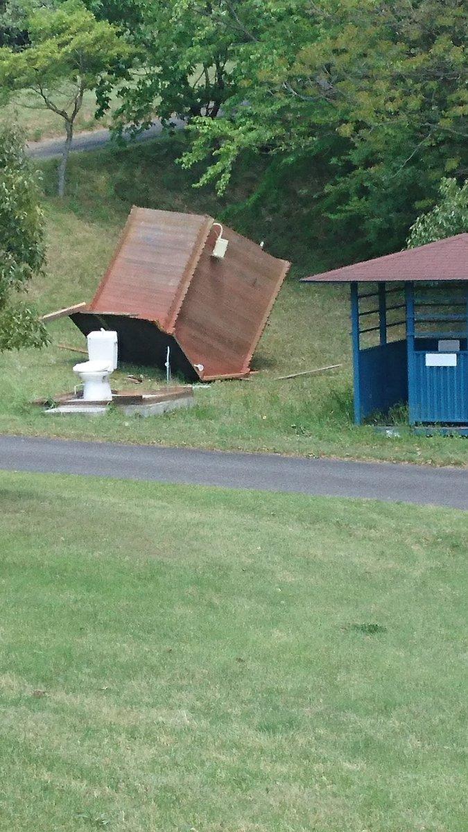 ゴルフ場のトイレがジュラシックパークwww