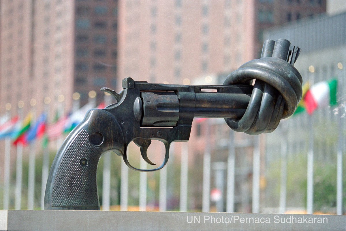 "Carl Fredrik Reuterswärd, who died yesterday, is the artist behind ""Non-Violence"", a gift of Luxembourg to @UN https://t.co/pF2ZSn1qVm"