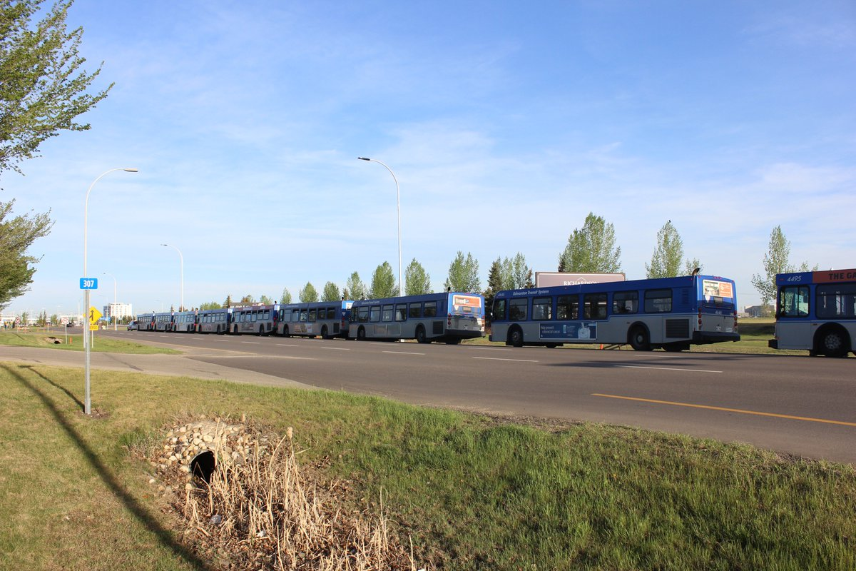 .@CityofEdmonton buses line Airport Road waiting to take evacuees from #YMMfire to shelter. #yeg https://t.co/19nIFtY2iy