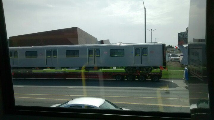 And another #TTC subway train is arriving on Keele S of 407 https://t.co/mZYQzgMuWB