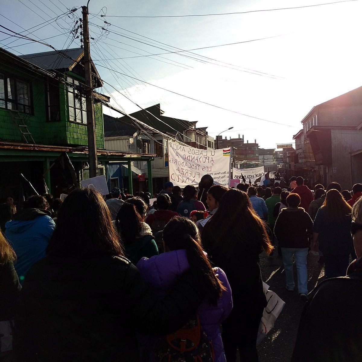 Marchando por los pescadores chilotes #chiloeestaprivao #NoMasAbuso https://t.co/TTSCaR0lct
