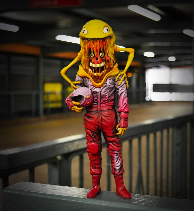 "NEW POST: @alexpardee × ToyQube - ""The Astronaut"" Designer Toy fully revealed! https://t.co/mpPaT7ZvXa https://t.co/OwefvR6bmW"