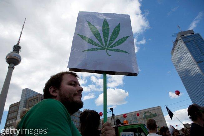 Germany opens door for medical marijuana in pharmacies