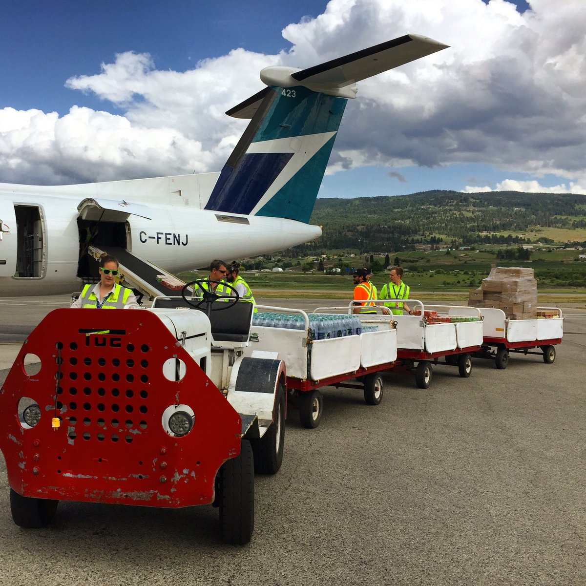 Thanks to our community, crews are currently loading a @WestJet plane with supplies for residents of #FortMcMurray! https://t.co/eaDqk01qxe