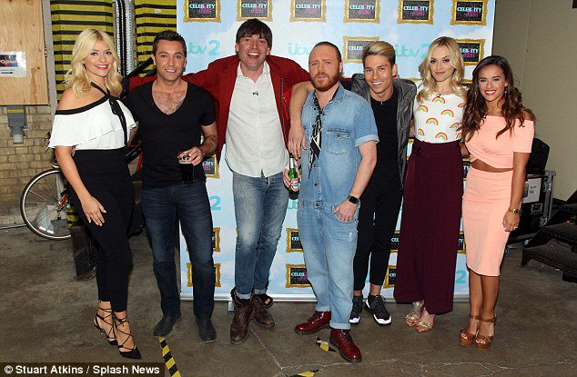 RT @Towiecenter: @hollywills @Ginofantastico @TheAlexJames @lemontwittor @JoeyEssex_ @Fearnecotton @georgiafoote filming @CelebJuice https:…