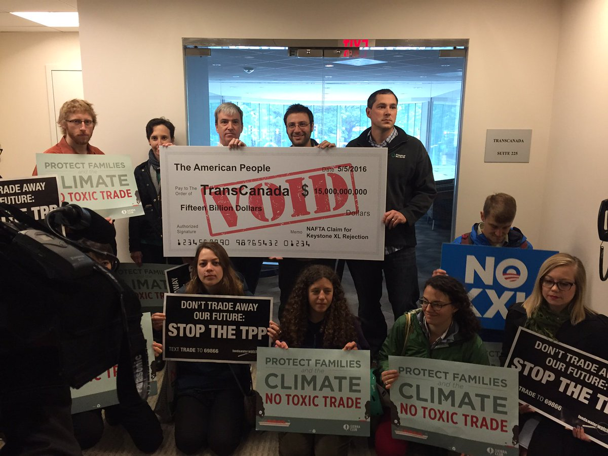 At @TransCanada's office to deliver a voided $15 billion check. Taxpayers won't pay for the #NoKXL victory! #NoTPP https://t.co/r168Ch8euj