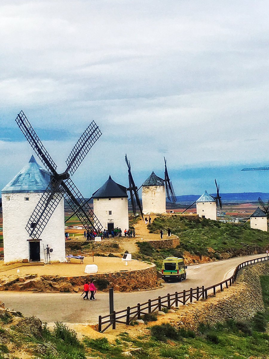 Consuegra is home to the historic windmills #InLaMancha  immortalised in the works of Miguel Cervantes 'Don Quixote' https://t.co/qdlKd4psiO