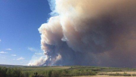 B.C. wildfire shuts down Alaska Highway near Fort St. John